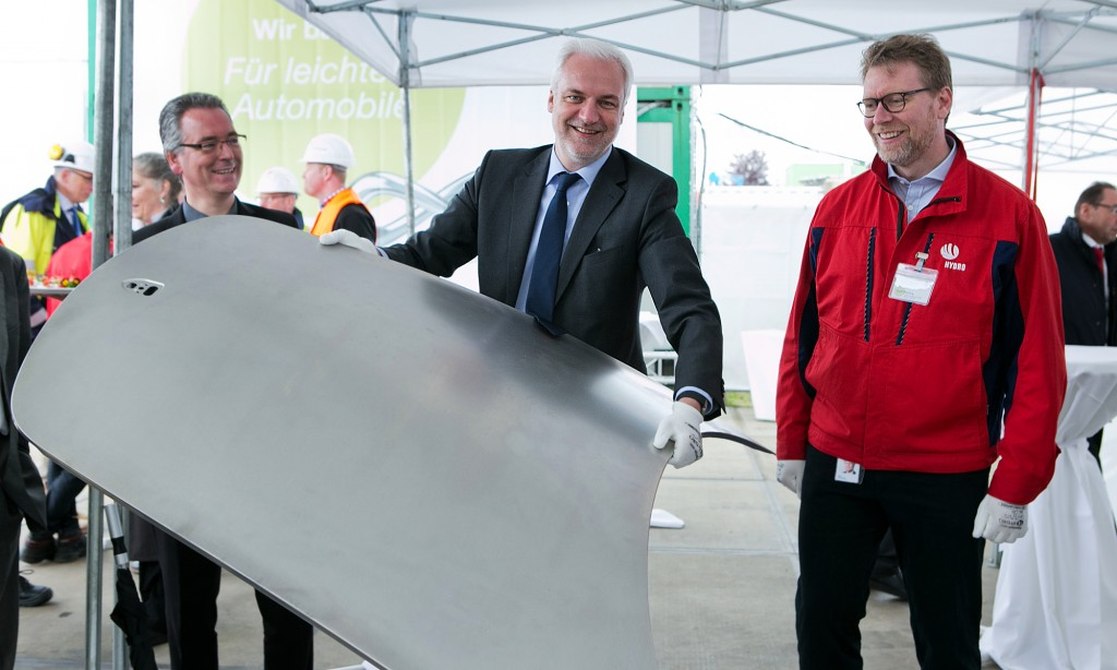 Hydro Aluminium Rolled Products GmbH / Automative Line 3 / Laying a foundation stone /  NRW-Wirtschaftsminister Garrelt Duin, Kjetil Ebbersberg,