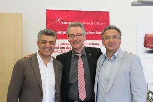 von links: Turabi Yildiz (Geschäftsführender Gesellschafter TipTop), Hans Christian Markert und Suat Yilmann (Leiter Operations TipTop)